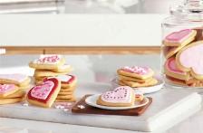 http://www.foodthinkers.com.au/images/easyblog_images/449/b2ap3_thumbnail_valentine-heart-cookies.jpg