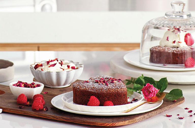 http://www.foodthinkers.com.au/images/easyblog_images/449/flourless-chocolate-orange-cake.jpg