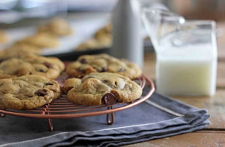 http://www.foodthinkers.com.au/images/easyblog_shared/Recipes/Butter-Baking---Chocolate-chip-macadamia-cookies.jpg