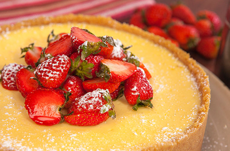 http://www.foodthinkers.com.au/images/easyblog_shared/Recipes/Classic_Baked_Lemon_Cheesecake_.jpg