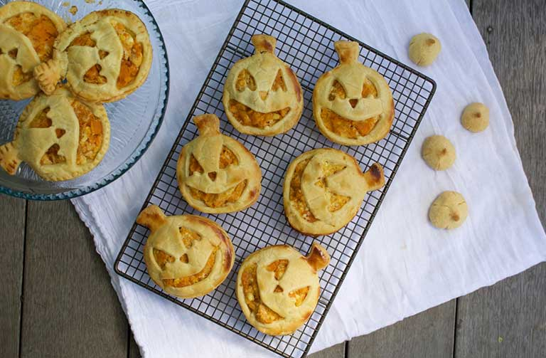 http://www.foodthinkers.com.au/images/easyblog_shared/Recipes/Pumpkin_hand_pies.jpg