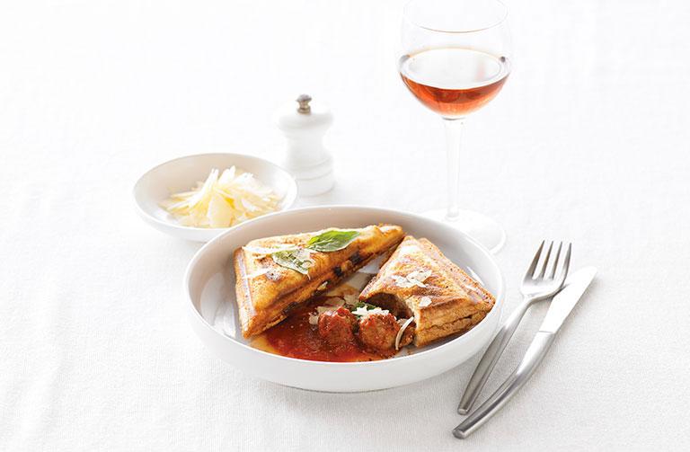 http://www.foodthinkers.com.au/images/easyblog_shared/Recipes/jaffle-italian-meatballs-tomato-and-parmesan.jpg