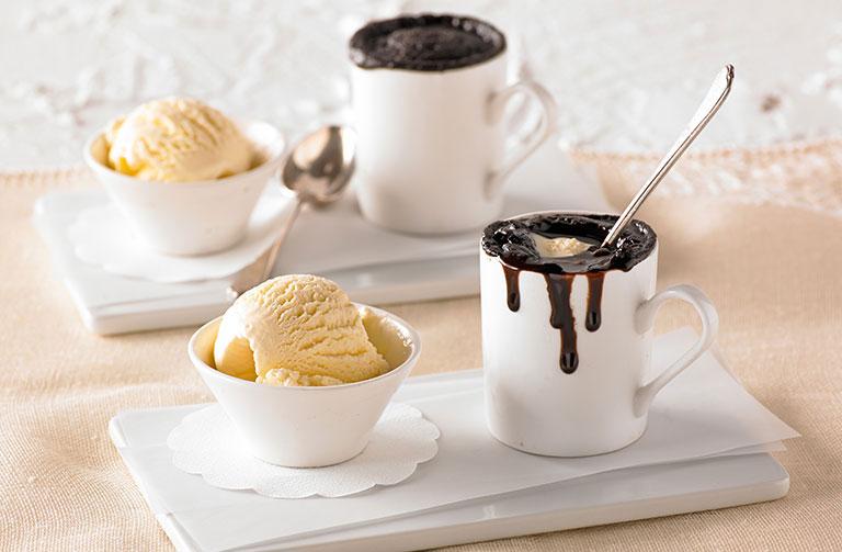 http://www.foodthinkers.com.au/images/easyblog_shared/Recipes/microwave-kaity-and-sams-choc-fudge-pots.jpg