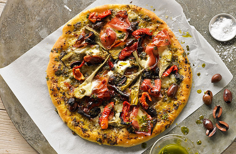 http://www.foodthinkers.com.au/images/easyblog_shared/Recipes/prosciutto-artichoke-and-pesto-pizza.jpg