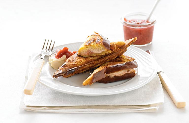 http://www.foodthinkers.com.au/images/easyblog_shared/Recipes/rhubarb-mascarpone-and-vanilla-bean.jpg