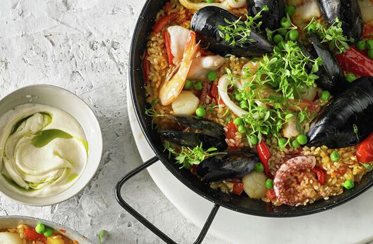 http://www.foodthinkers.com.au/images/easyblog_shared/Recipes/seafood-paella-.jpg