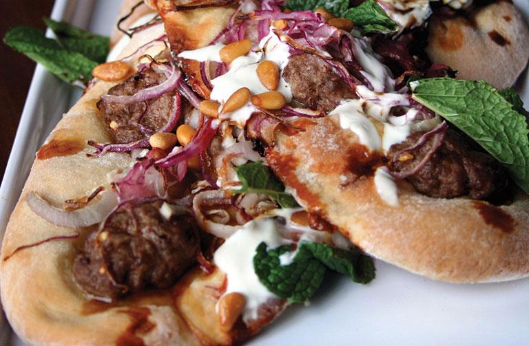 http://www.foodthinkers.com.au/images/easyblog_shared/Recipes/spiced-lamb-yoghurt-fresh-mint-and-pomegranate-pizza.jpg