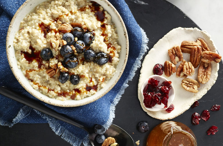http://www.foodthinkers.com.au/images/easyblog_shared/Recipes/steamed-steel-cut-oats-w-berries-nuts-and-maple-syrup.jpg